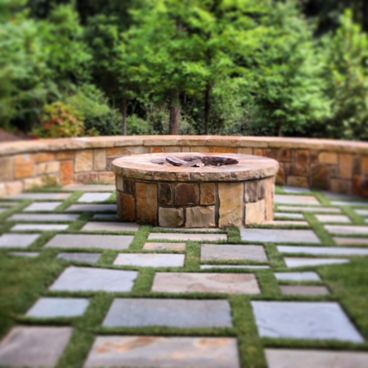 falkner gardens :: stone firepit with grass lined bluestone surrounding