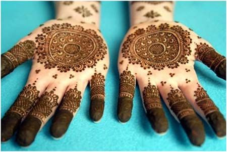 10 Round Mehndi Designs You Should Definitely Try   http://www.stylecraze.com/articles/round-mehndi-designs-you-should-definitely-try/?ref=relatedsidebar