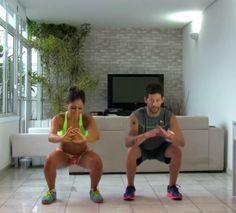 Agachamento: com os pés paralelos, repetir o movimento de agachar com o bumbum para trás, até formar um ângulo de 90º com os joelhos.