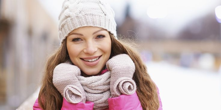 Een sjaal is dé manier om je outfit af te maken. Helemaal als je hem ook nog eens een keer anders knoopt. Hoe? Deze video laat het je zien.