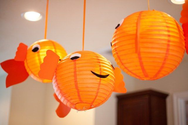 Goldfish lanterns at a Bubble Guppies party #bubbleguppies #party