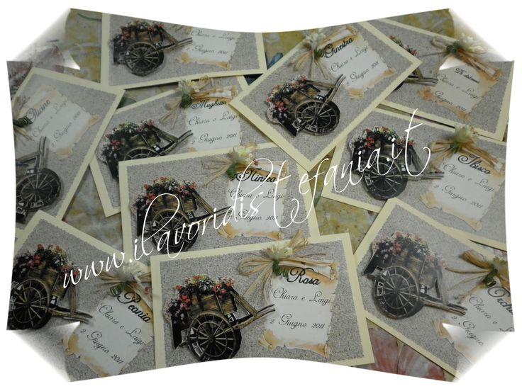 segna tavoli  abbinati a tableau de mariage tema fiori in color avorio