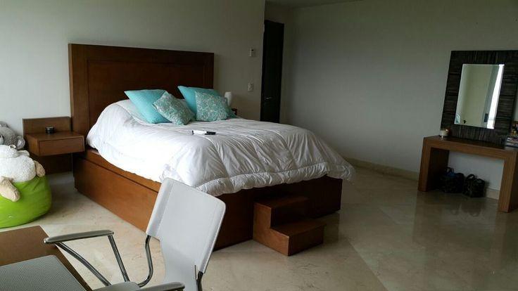 Magnífico penthouse en venta en el condominio residencial Palmeras, es de dos niveles, completamente remodelado y con pisos de mármol. #PropiedadesdelujoQuintanaRoo #BienesRaicesCancún