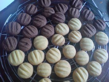 Das perfekte Kekse / Plätzchen - Vanillekekse / Schokokekse-Rezept mit einfacher Schritt-für-Schritt-Anleitung: Butter, Puderzucker und Vanillezucker…