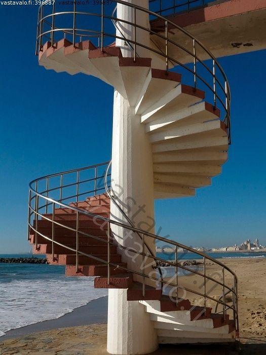 Portaat - portaat rappuset kaide askelma tolppa ranta hiekka meri uimaranta aallonmurtaja