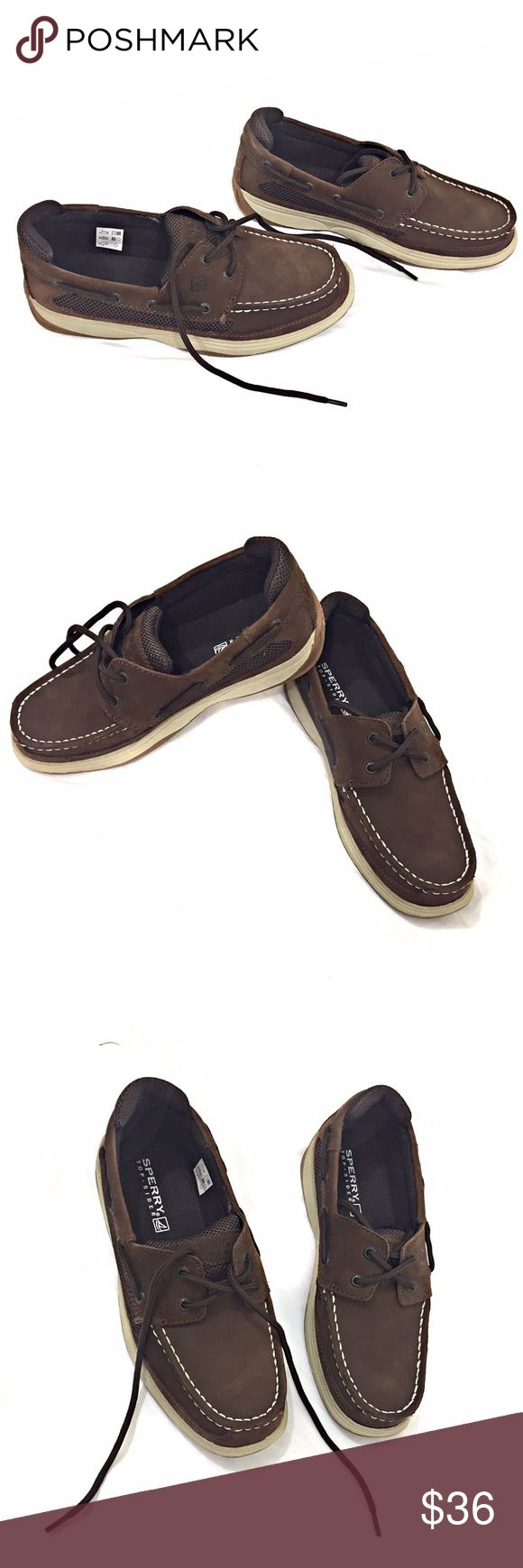 Sperry Top-Sider Boy's Lanyard Shoes SZ 4.5 Brown The Sperry Top-Sider® Kids Lanyard will never leave them stranded in a sea of style! Durable leather upper. 360° Lacing System™ with grommet and lacing details for an iconic boat shoe look. Vented, mesh side panels for breathability. Textile lining for all-day comfort. Non-marking, molded outsole provides traction. Imported. New without box Size 4.5 Sperry Shoes