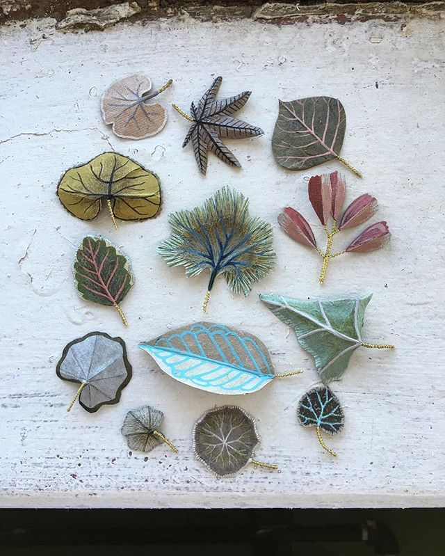 Painted paper leaves by Woodlucker artists . . . #woodlucker #annwood #deanlucker