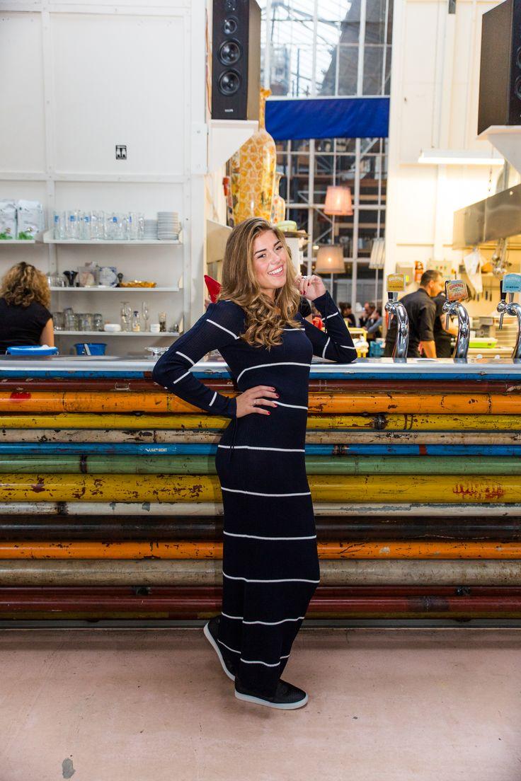 Wat vinden jullie van deze gestreepte #donkerblauwe #jurk? Deze lange, donkerblauwe jurk met ronde hals is ideaal voor een dagelijkse outfit of een heerlijk etentje met je vriendinnen. We Love it!  WEBSHOP NOW | https://www.lot7.nl/product/long-dress-black/