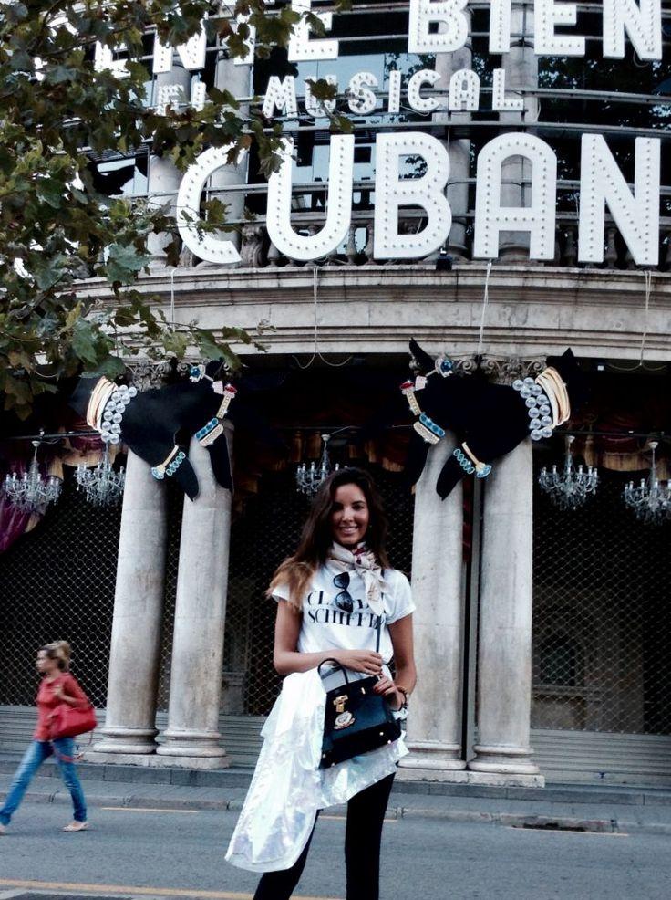 Camiseta Zara… … Pañuelo H&M… Raincoat Topshop… Gafas valentino… Leggins Zara… Botines Zara… Bolso Hermes... Candela Gomez