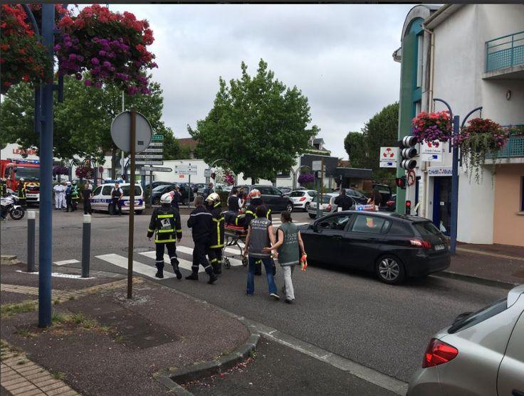 ΕΚΤΑΚΤΟ LIVE: Γαλλία: Δύο ένοπλοι έσφαξαν ιερέα και πιστό σε εκκλησία