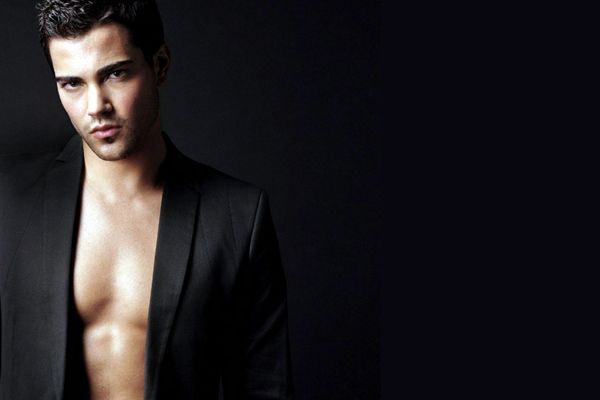 Did Actor Jesse Metcalfe Get a Male Breast Reduction? – Aesthetics Hub