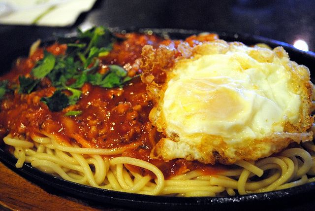 Spaghetti on Sizzling Plate    at Ten Ren's Tea Time.