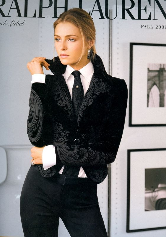 thetieguy:    attractive girls wearing ties? yes please!