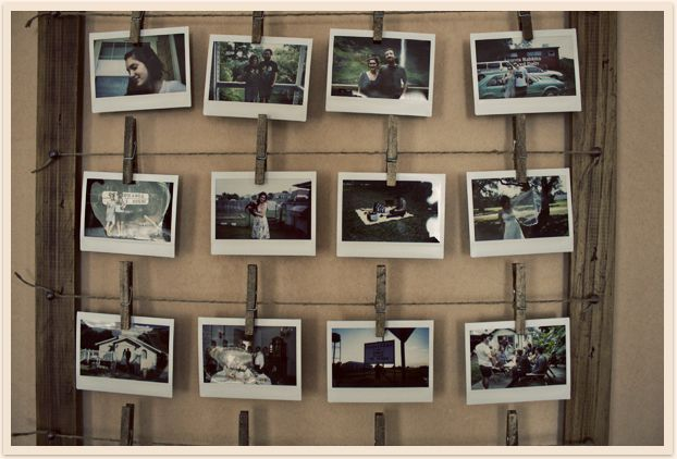 Einfach in einem Bilderrahmen mehrere Fäden befestigen und an diesen Bilder mit Hilfe einer Wäscheklammer anbringen! #Wäscheklammern #Fotos #Collage