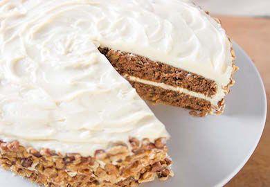 Havuçlu Kek Pastası, çay saatlerinde servis etmek için oldukça lezzetli ve pratik bir tarif. Yapımı ve malzemeleri şöyle;