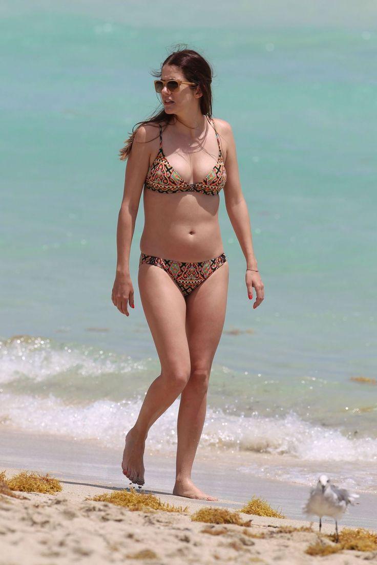 View source image | Julie gonzalo, Bikinis, Kiini bikini
