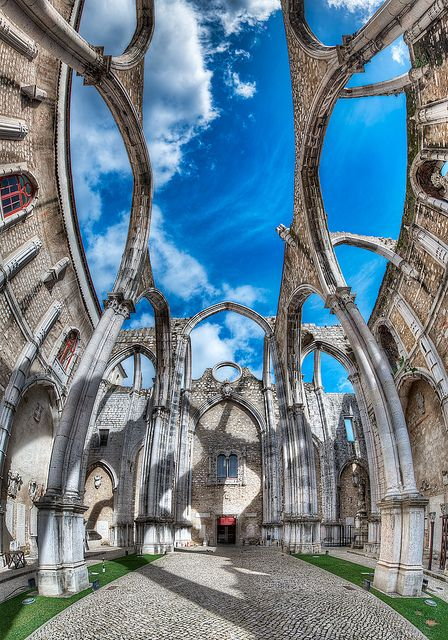 ,The Convent - Ruínas do Carmo - (HDR Lisbon, Portugal) por blame_the_monkey en Flickr