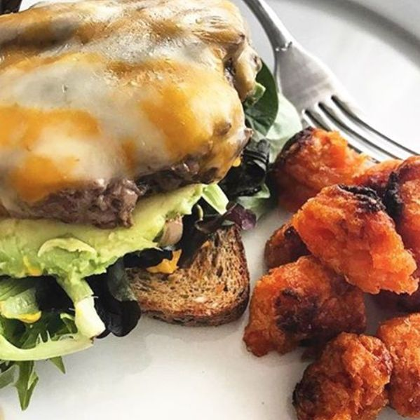 Friday photo cred to @elevateyoureats for this scrumptious-looking BUBBA burger! #BUBBAburger #BUBBAburgers #cheese #cheeseburger #USDAChoice #beef #sweetpotatoes #avocado #tatertots #foodpics #foodie #lunchtime #BUBBA #burgerlife #burgerlove #colbyjack #American #homecooked