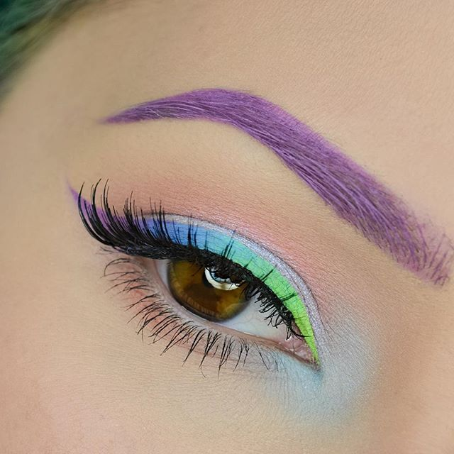 WEBSTA @ ahitsrosa - My lids are a bit dry from the weather but that won't stop me  used: @sugarpill Edward ScissorHands palette (limited edition) @inglot_usa gel liner in 73, @ofracosmetics fixline gel liner in green vibrations and stairway to heaven! Lashes from @karismalashes in N°3