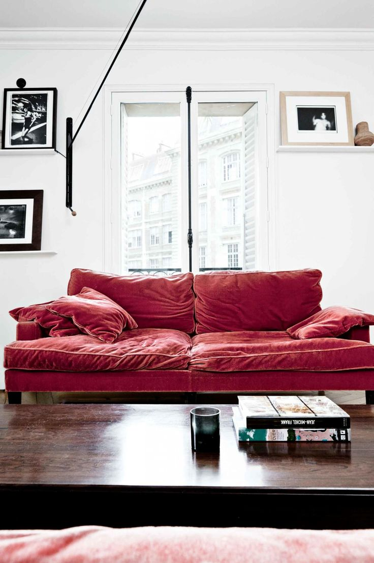 Best 25 red sofa decor ideas on pinterest red couch - How to decorate living room with red sofa ...