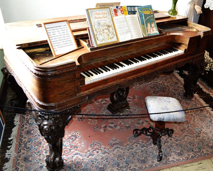 Antique grand piano 200 years old piano pinterest for Small grand piano size