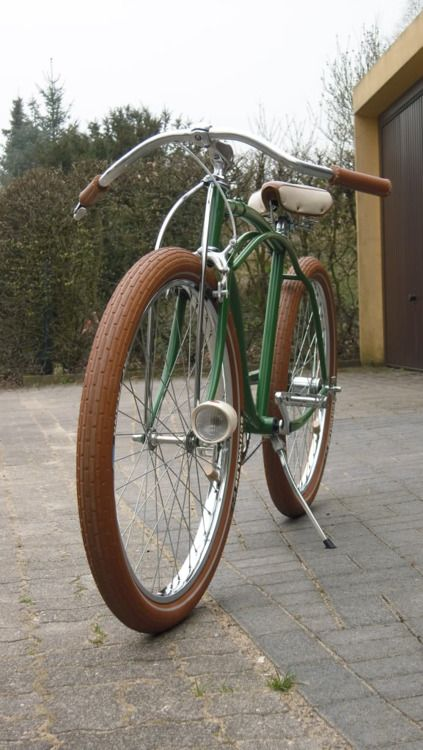 Drop handlebars, fat tyres, sweet!