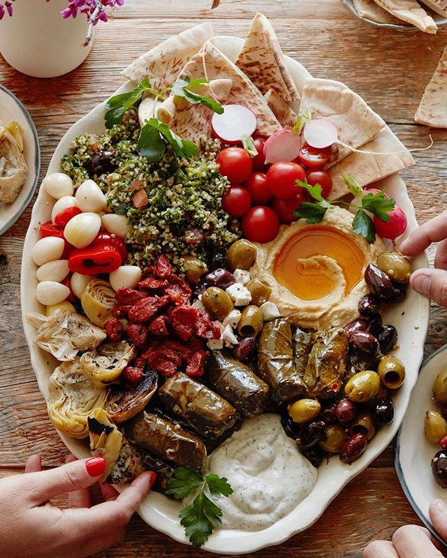 the most incredible Vegetarian Easter Mezze situation is happening today on the blog. It's loaded with all the olives, a delish feta salad, a few dips 'n things and my fav artichoke hearts of all times! Big thanks to @DeLallofoods for making sure this isn't too hard to put together ⭐️ click my profile for the link with all the deets