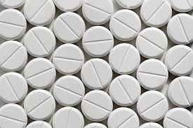 Ingen rapporter om alvorlige bivirkninger eller toksisitet i studerte doser. Bivirkninger  assosiert med melatonin: Sedasjon, døsighet, tretthet, svimmelhet, forvirring, kvalme, hodepine, hypotermi, forverring av kollagenindusert artritt, hemming av ovulasjonen, magesmerter, endret søvnmønster, dysfori, kløe og irritabilitet. Melatoninets effekter på reproduksjonssystem /pubertetsutvikling ukjent. Ingen langtidsdata. Depresjon kan forverres. Passerer placenta og morsmelk, ukjent virkning.