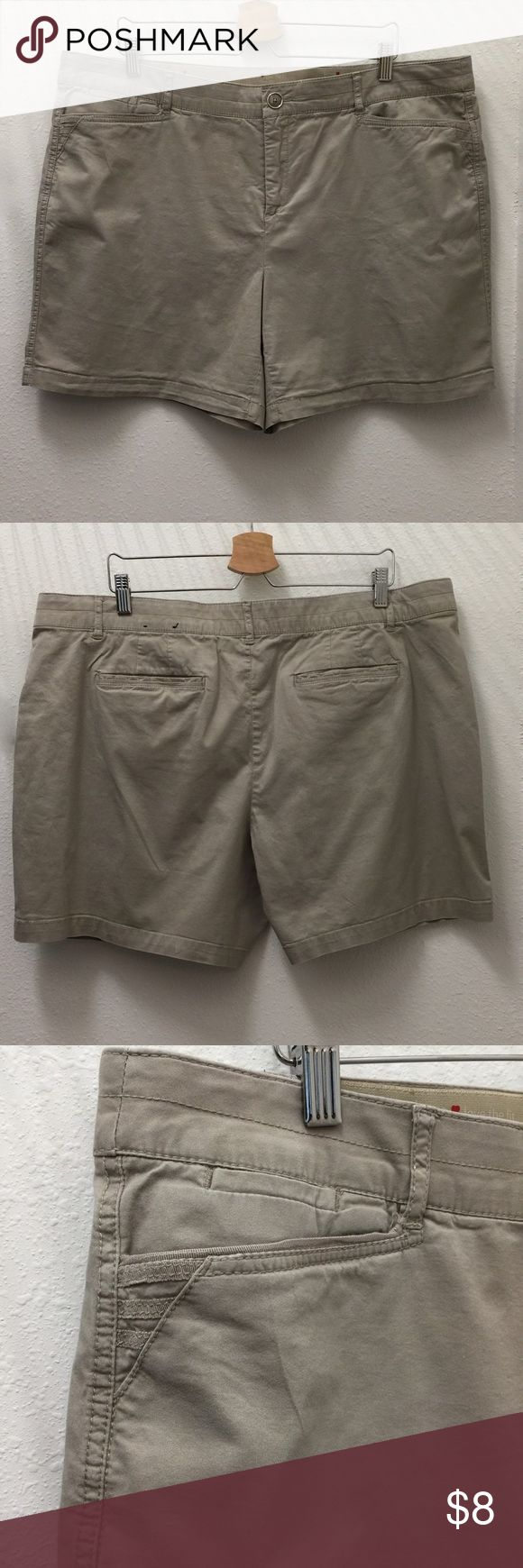 "Beige Shorts Casual and comfortable, comfort waist. Slight wear, see fourth picture. Inseam 6"". intro. love the fit Shorts Bermudas"