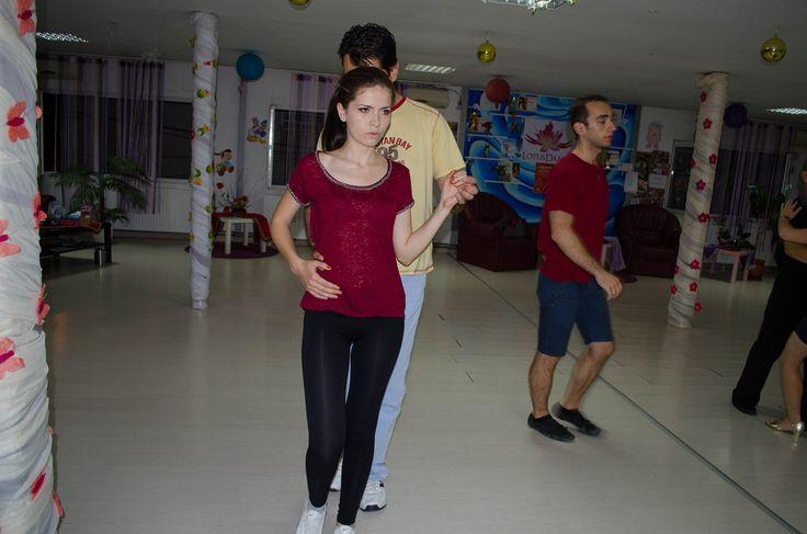 http://www.lotusdance.ro/cursuri-de-dans-grupe-adulti/  Cursuri de dans adulți