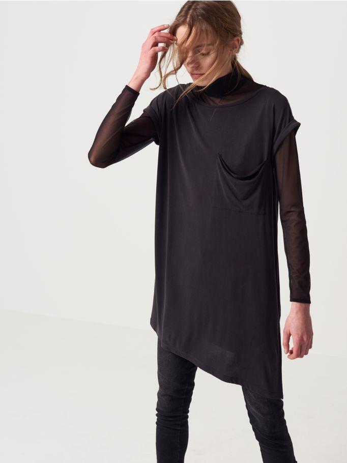 Czarna koszulka z ozdobną kieszenią, MOHITO, QV711-99X
