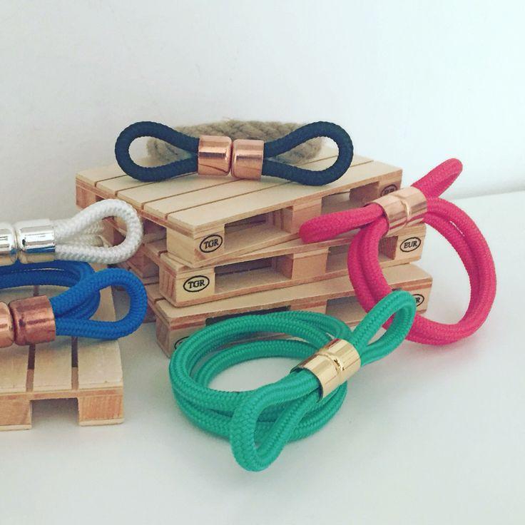 Collane e bracciali con Nocca singola o doppia! chiusura con magnete.  Colori Corda disponibili: nero – rosso – verde - blu – giallo Anche bicolor!