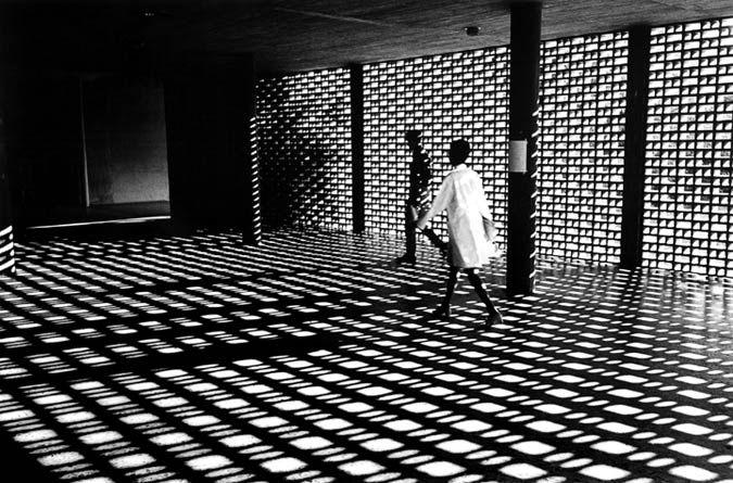 Covered plaza at the Universidad Central de Venezuela by Carlos Raul Villanueva, 1954