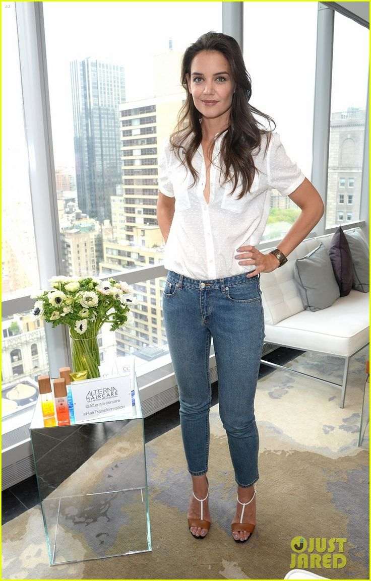 Katie Holmes looks flawless as she poses at the launch of ...