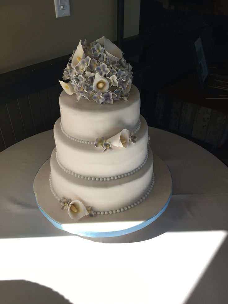 What a beautiful cake made my the brides best friend