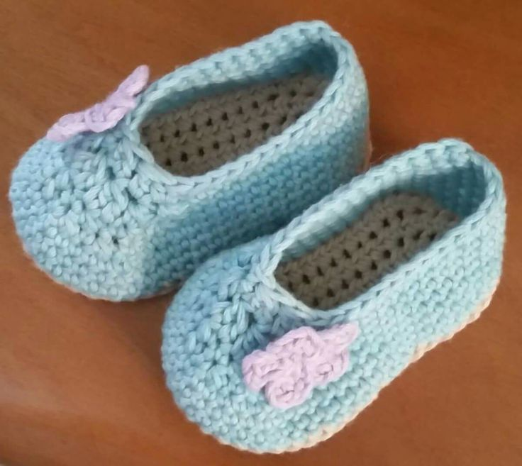 Newborn crochet booties , ballet flats with cute tiny crochet flowers by @mysquarehat