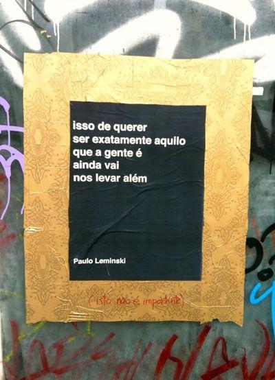 coletivo (isto não é importante)   Intervenção Urbana, Cine Belas Artes, São Paulo - Brasil (poesia de Paulo Leminski)