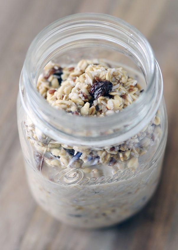 Smullen van overnight oats! Dit overnight oats recept is super snel kaar. 's Ochtend heb je binnen 5 minuten een heerlijk en gezond ontbijtje klaarstaan.