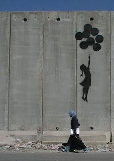 Banksy - niña globos muro palestina