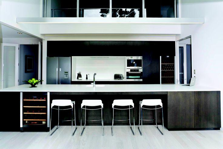 Stunning kitchen with 2 Vintec cellars: ALV40SGE & V190SG2E