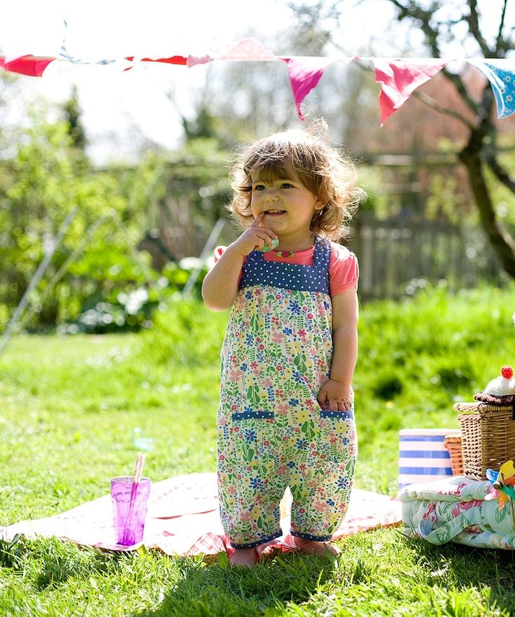 Η σαλοπέτα αποτελεί το πιο χαριτωμένο και κυρίως άνετο ρούχα για τα παιδάκια #baby #babydresses