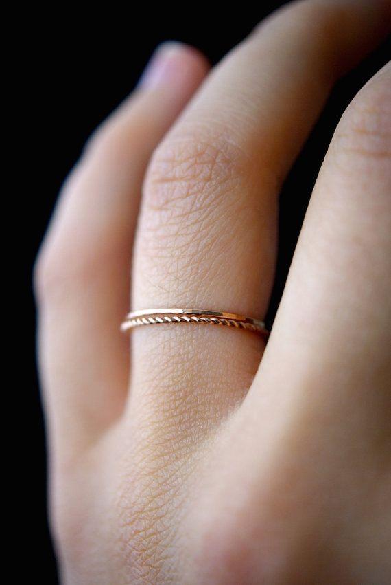 14 K Rose Gold füllen Twist Stapeln Ringe rose gold Stapelring Stapelring, Dreh Ring, rose gold Ring, Seil-Ring, set von 2 dünne Ringe