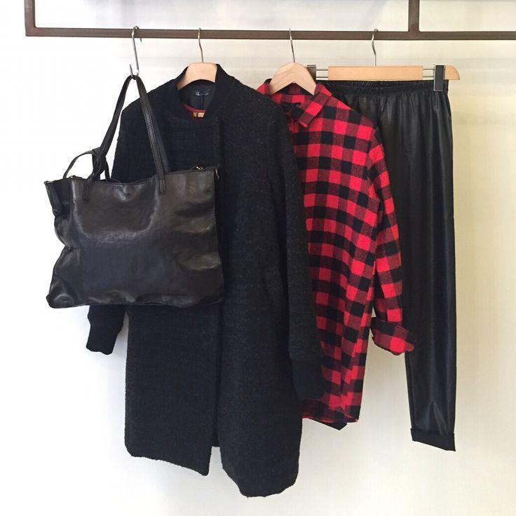 Camicia scacchi, Pantalone eco pelle, Cappotto polsino, Borsa rettangolo piatta