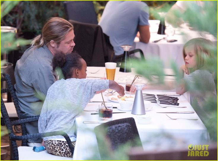 Brad Pitt: Japanese Meal in Spain with Zahara & Shiloh! | brad pitt japanese meal in spain with zahara shiloh 05 - Photo Gallery | Just Jared