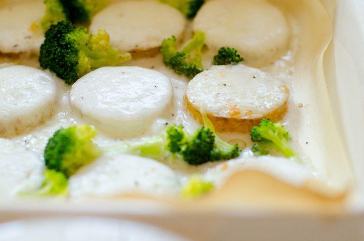 Fette di patate al forno con broccoli e bufala