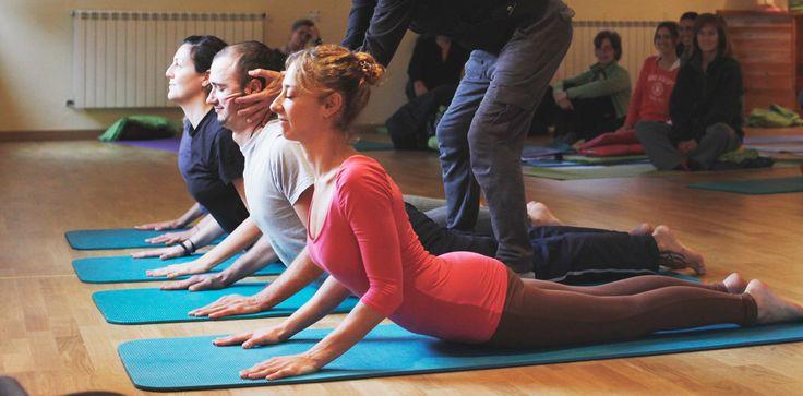 Yoga síntesis, Formación de Yoga barcelona, Clases de Yoga barcelona, un espacio para aflojar las tensiones, fortalecer el cuerpo y calmar la mente.