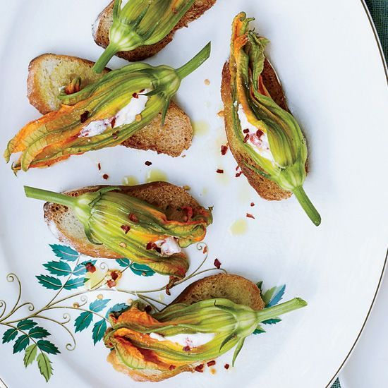 Best 25+ Zucchini blossoms ideas on Pinterest | Fried ...