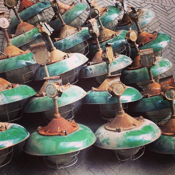 New stock, ze zijn er weer! Stoere korflampen in mooi machinegroen emaille. Middelgroot model in supermooie staat!  www.rikus75.nl  #industrielamp #industrieel #industriallamp #vintagelamp #enamellamp #rikus75 #factorylamp #fabriekslamp #korflamp #kooilamp