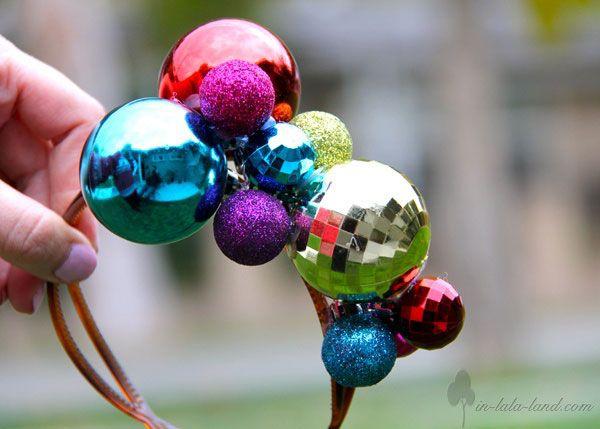 Disfraces de Navidad originales: diadema de bolas