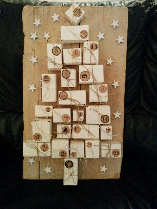 Calendario dell'avvento, all'interno contiene un puzzle diviso in tutte le scatoline con la foto del bimbo che lo riceverà.